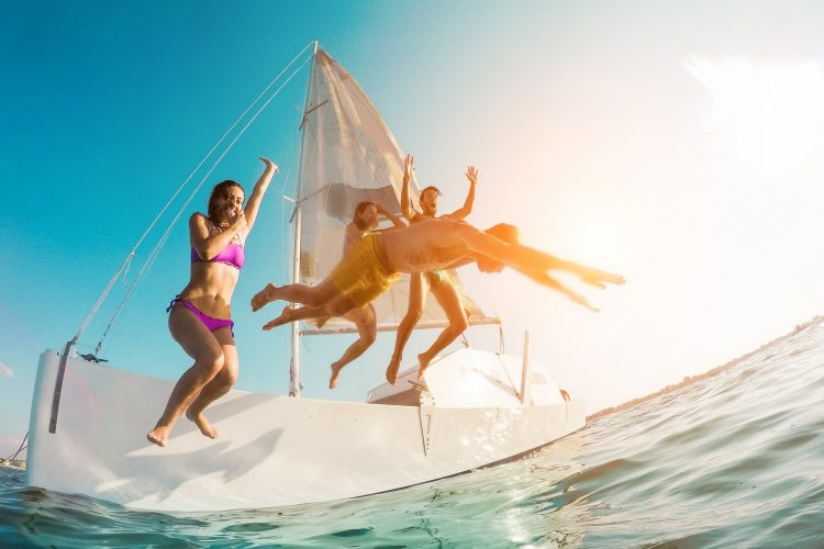 Happy,Crazy,Friends,Diving,From,Sailing,Boat,Into,The,Sea